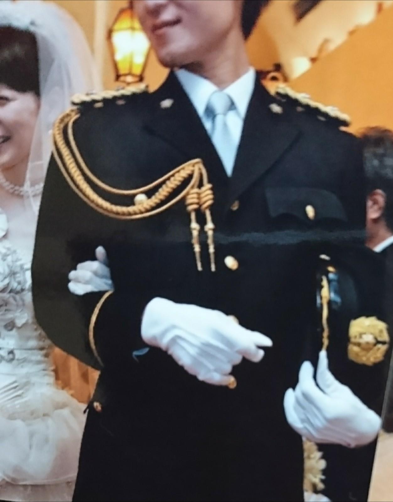 警察官、結婚式、制服