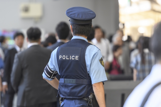 警察官、制服